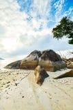Beau Vallon Bay con el granit oscila - vare en la isla Mahe en Seyc foto de archivo libre de regalías