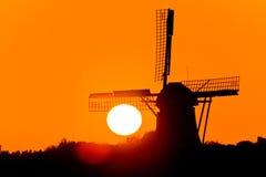 beau vent hollandais de coucher du soleil de moulin Images libres de droits