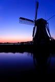 beau vent hollandais de coucher du soleil de moulin Image stock