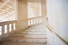 Beau vieil escalier bien aéré en pierre rustique Photographie stock