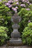 Beau vieil ornement de jardin de bluestone dans le domaine Twickel de château Image stock