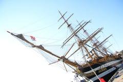Beau vieux bateau de navigation au pilier Images libres de droits