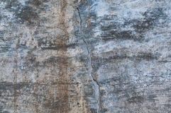 Beau vieux mur avec la grande fente Photographie stock