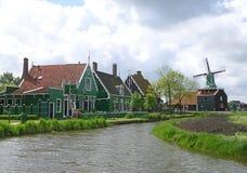 Beau village néerlandais traditionnel dans Zaanse Schans, Pays-Bas Images stock
