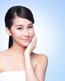 Beau visage de femme de soins de la peau Photo stock