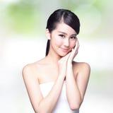 Beau visage de femme de soins de la peau photographie stock libre de droits