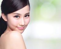 Beau visage de femme de soins de la peau Images stock