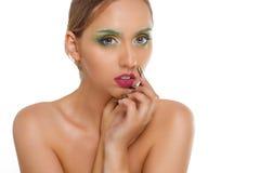 Beau visage femelle, portrait modèle sexy de plan rapproché d'isolement sur le concept blanc de fond, de charme et de mode Images stock