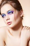 Beau visage modèle avec le renivellement lumineux de mode Images libres de droits