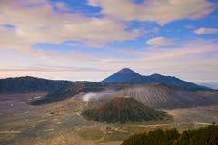 Beau volcan vibrant de Bromo au lever de soleil, nation de Tengger Semeru photographie stock libre de droits