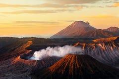 Beau volcan vibrant de Bromo au lever de soleil, nation de Tengger Semeru photos stock