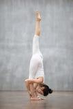 Beau yoga : Pose debout de fentes Photographie stock libre de droits