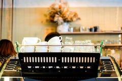Beaucoup attaquent dans le café, fleur sèche images libres de droits
