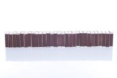 Beaucoup boîte d'allumettes d'isolement sur le fond blanc avec la réflexion Images libres de droits