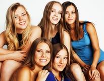 Beaucoup d'amies étreignant la célébration sur le fond blanc, smilin Photos libres de droits