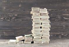 beaucoup d'argent liquide de papier images stock
