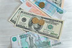 Beaucoup d'argent, roubles, dollars Photos stock