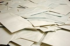 Beaucoup d'enveloppes photographie stock libre de droits