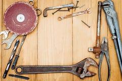 Beaucoup d'outils sur le fond en bois Photo libre de droits