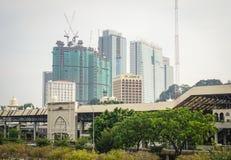 Beaucoup de bâtiments modernes situés à Penang, Malaisie Images stock