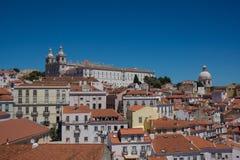 Beaucoup de bâtiments une cathédrale de Lisbonne photos libres de droits