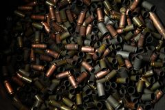 Beaucoup de balles Guerre, munitions, concepts d'agression Rangées de balle Fond de remboursements in fine Photographie stock