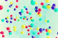 Beaucoup de ballons au-dessus d'un rétro ciel Photos libres de droits