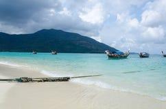 Beaucoup de bateaux traditionnels thaïlandais de longue queue Images libres de droits