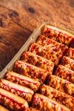 Beaucoup de biscuits avec remplir sur un fond en bois Image stock