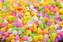 Beaucoup de bonbons colorés, bougies photo libre de droits