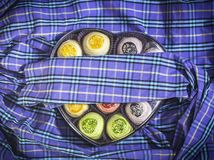 Beaucoup de bonbons dans la boîte de coeur Photo libre de droits