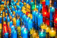 Beaucoup de bougies colorées Photographie stock