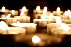 Beaucoup de bougies de lumière de thé Images libres de droits