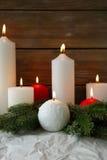 Beaucoup de bougies de Noël rouge et blanc photos stock