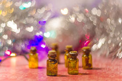 Beaucoup de bouteilles brunes décoratives Images libres de droits
