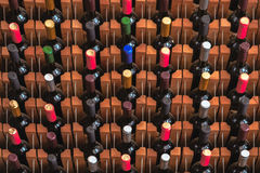 Beaucoup de bouteilles de vin Photos stock