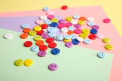 Beaucoup de boutons multicolores Images libres de droits