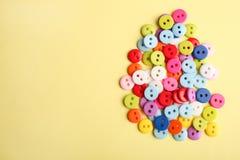 Beaucoup de boutons multicolores Photos stock