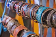 Beaucoup de bracelets en cuir Photographie stock libre de droits