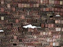 Beaucoup de briques pendant l'hiver photographie stock
