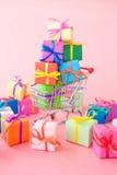 Beaucoup de cadres de cadeau colorés Image libre de droits