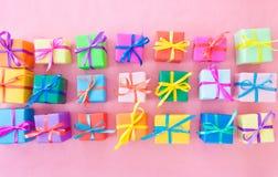 Beaucoup de cadres de cadeau colorés Images stock