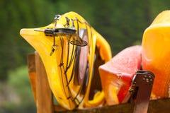 Beaucoup de canoës de kayaks extérieurs photo stock