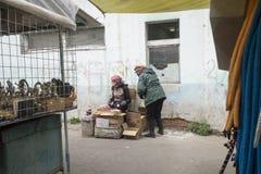 Beaucoup de choses à acheter au marché noir dans Ulaanbaatar dans Mongolie photo libre de droits