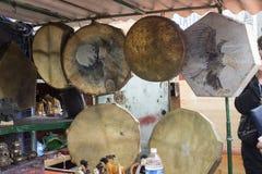 Beaucoup de choses à acheter au marché noir dans Ulaanbaatar dans Mongolie photos libres de droits