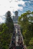 Beaucoup de citoyens ont exprimé leur dévotion à Tian Tan Buddha photographie stock