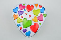 Beaucoup de coeurs colorés sur le fond gris Images stock