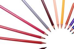 Beaucoup de crayons colorés d'isolement sur le fond blanc, endroit pour le texte Photos libres de droits