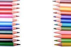 Beaucoup de crayons colorés d'isolement sur le fond blanc, endroit pour le texte Image libre de droits
