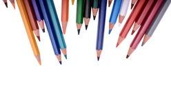 Beaucoup de crayons colorés d'isolement sur le fond blanc, endroit pour le texte Photo libre de droits